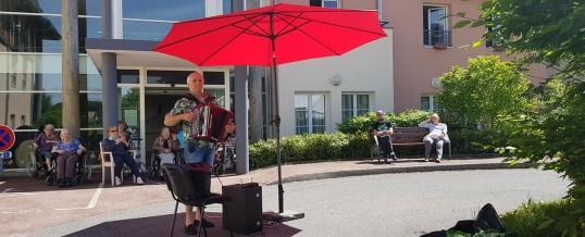 Un concert d'accordéon pour réchauffer les coeurs