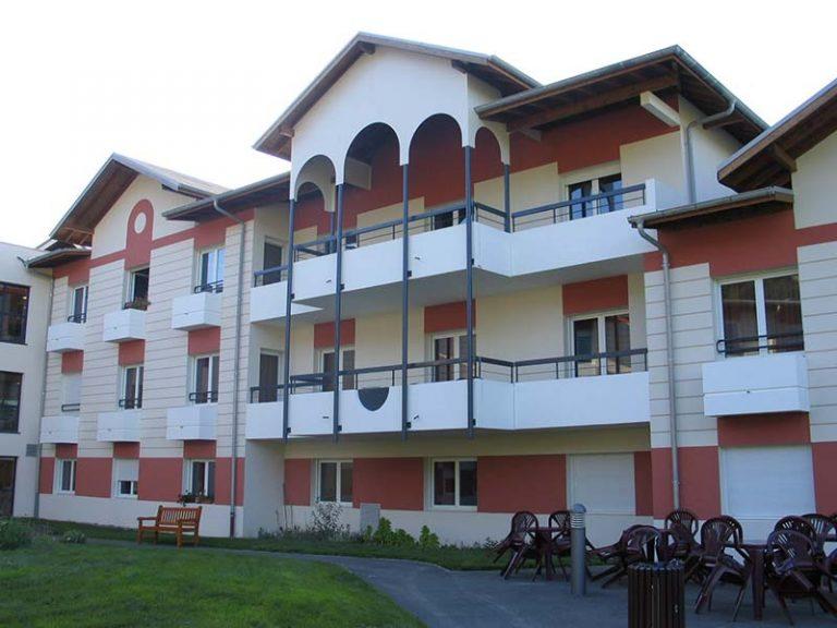 Vue de la façade de l'Ehpad Le Verger des Coudry, Ehpad géré par l'association Odélia