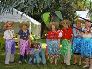 Photo de résidents prise lors de la journée mexicaine organisée en juillet à l'Ehpad Le Parc des Loges, établissement pour personnes âgées géré par l'association odélia